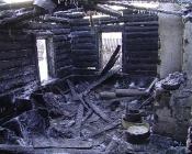 В Назарово полностью сгорел жилой дом. В пожаре пострадали дети
