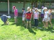 В назаровском детсаду детей  выводят на прогулку босиком