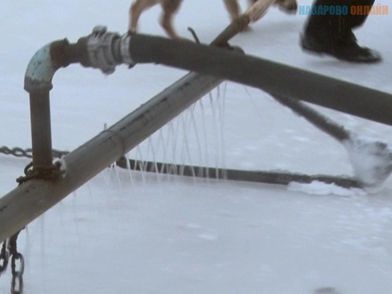 В городе Назарово открыт ледовый каток и начал работу прокат коньков