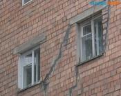Треснувшую пятиэтажку в городе Назарово ждет капитальный ремонт
