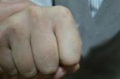 Известный в городе Назарово юрист избил чужого 3-летнего ребенка