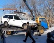 В городе Назарово впервые эвакуировали автомобиль на штраф стоянку
