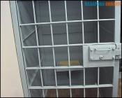 В городе Назарово задержан психически больной мужчина на красной машине, напугавший школьниц