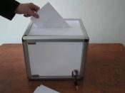 В предварительном голосовании участвуют директор школы и студентка