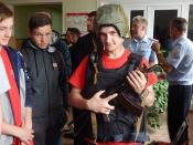 Полицейские вручили паспорта и организовали фотосозу с оружием
