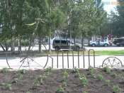 Велопарковку в центре Назарово опять сломали