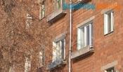 Вместо прописанной женщины в бывшем общежитии живет трое мужчин