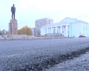 В центре города асфальтируют площадь