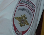 Сотрудники полиции принимают поздравление с профессиональным праздником