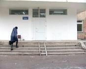 Конструкция, похожая на пандус, пугает пациентов поликлиники поселка Бор