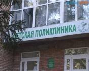 Кровля детской поликлиники города Назарово вновь нуждается в ремонте