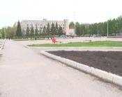 Клумбы на центральной площади города до сих пор не радуют цветами