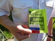 Дорожные полицейские и школьники поздравили горожан с Днем России