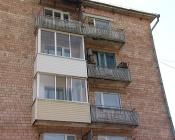 Назаровец устроил итальянский новый год и начал выбрасывать мебель из окна