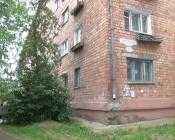 Мусор до потолка. Чтобы убрать квартиру одинокой женщины, потребуется несколько дней