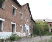 Жители целого микрорайона устали бояться и не спать из-за бывшей школы