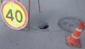 На улице Чехова осложнено движение из-за провалившегося асфальта на дороге