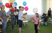Молодые специалисты СУЭК сделали подарки первоклассникам