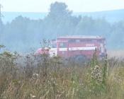 Жители поселка Назаровского района в панике спасали дома от горящей травы