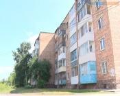 На головы жильцов пятиэтажки в городе Назарово льются потоки воды после капремонта