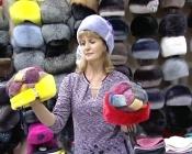 Назаровцам предлагают держать голову в тепле и красивых шапках