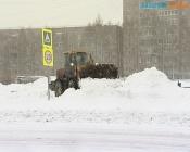 С центральных улиц Назарово начали вывозить снег, частный сектор пока ждет этого