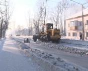 Впервые дорожники начали вывозить снег с улиц города Назарово в январе