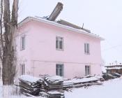 Крыши многоквартирных домов по улице Чехова до сих пор остаются открытыми
