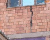 Проект ремонта дома с трещиной одобрили, но денег на сами работы – нет