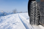 На трассе Назарово-Ачинск под колесами иномарки погиб мужчина. За рулём мог находиться полицейский