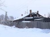 Пенсионер замерзает в аварийном доме в городе Назарово и не хочет переезжать
