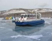 Горе-рыбаков будут снимать с оторвавшихся льдин на катере-амфибия