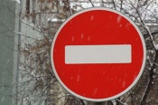 Настоящие пробки в обычном дворе города Назарово так и не исчезли