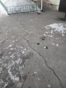 Двор пятиэтажки в городе Назарово покрылся трещинами