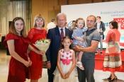 """Семья работников ТЭК из Назарово стала """"Семьей года"""""""