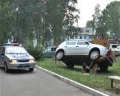 Курьёзное ДТП в городе Назарово. Иномарка решила «покачаться на качелях»