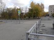 Два пешеходных перехода оснастили защитными ограждениями