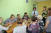 Инспекторы ГИБДД провели «светящийся» мастер-класс для пенсионеров