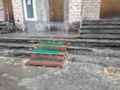 В городе Назарово шокированы ремонтом крыльца больницы