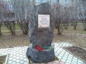 В день памяти жертв политических репрессий глава города Сергей Сухарев возложил цветы к памятному камню