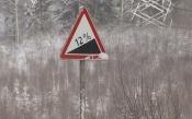 Дорожники: «мы стабильно подсыпаем гору на выезде из города Назарово»
