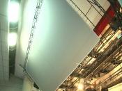 Поднимается и опускается: в новом кинозале запустили в работу новый экран