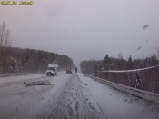 Снегоуборочная техника попала в ДТП под городом Назарово (видео)