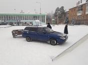 Сотрудники Назаровской ГИБДД проверяют безопасность снежных горок