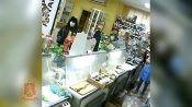 Молодой назаровец пришел в магазин с ножом и забрал выручку (видео)