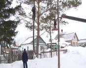 Сразу пять бригад электриков приехали работать в наш город из Томска