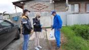 Волонтеры СУЭК передали в многодетные семьи медицинские маски