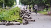 Выломанные бордюрные камни: гулять в поселке Бор пока не получится