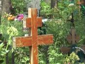 Неизвестные испортили памятник бывшему сельскому главе в Назаровском районе