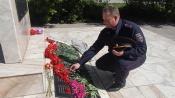 Руководитель ГИБДД и юные инспекторы движения приняли участие в церемонии возложения цветов к памятнику «Скорбящая мать»